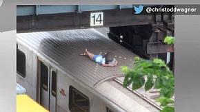 Девочку, спавшую на крыше поезда метро TTC, передали в руки полиции