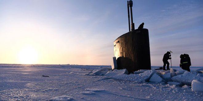 Подлодка ВМС США застряла во льдах Арктики, отрабатывая нападение на Россию