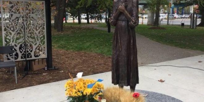Памятник жертвам украинского голодомора установлен в Торонто