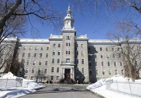 Монастырь, выстроенный из серого камня в Лашине, будет превращен в субсидируемое жилье.