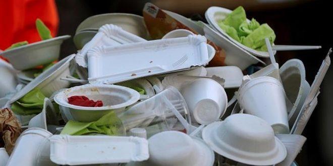 Власти Монреаля хотят запретить одноразовую пластиковую посуду