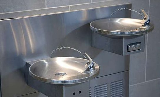 Школам Квебека придется проверить питьевые фонтанчики на наличие свинца в воде