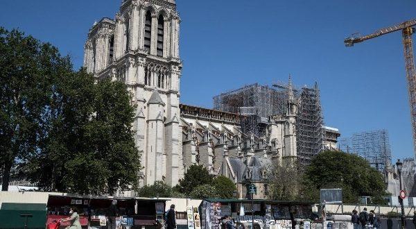 Открыта площадь перед Собором Парижской Богоматери
