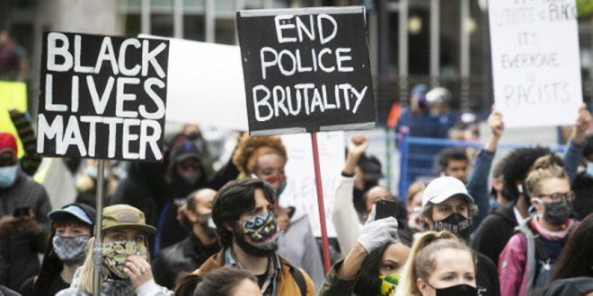 Полиция Монреаля разогнала мирный митинг, спровоцировав волну вандализма