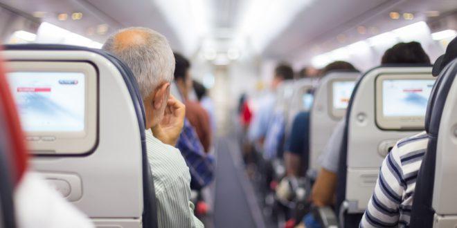 NDP обвиняет авиакомпании в игнорировании правил физического дистанцирования