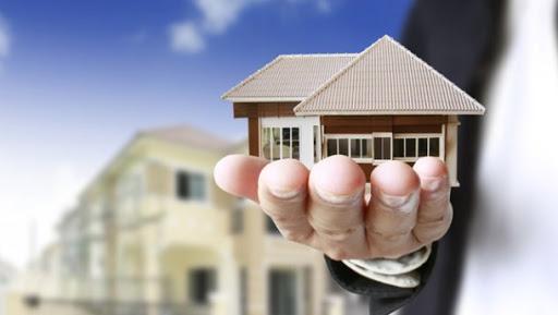 Отчаявшиеся покупатели сбиваются с ног в поисках жилья