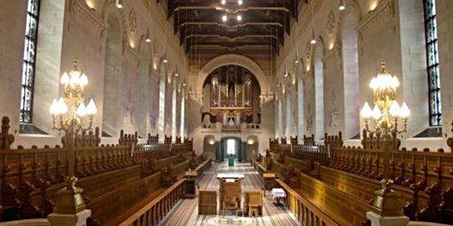 Священник призывает не сравнивать церкви и бары в контексте COVID-19