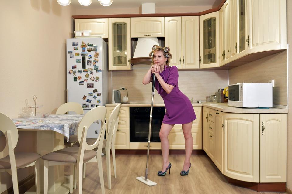 Девушка для работы в уборке дома работа для девушке в москве без опыта